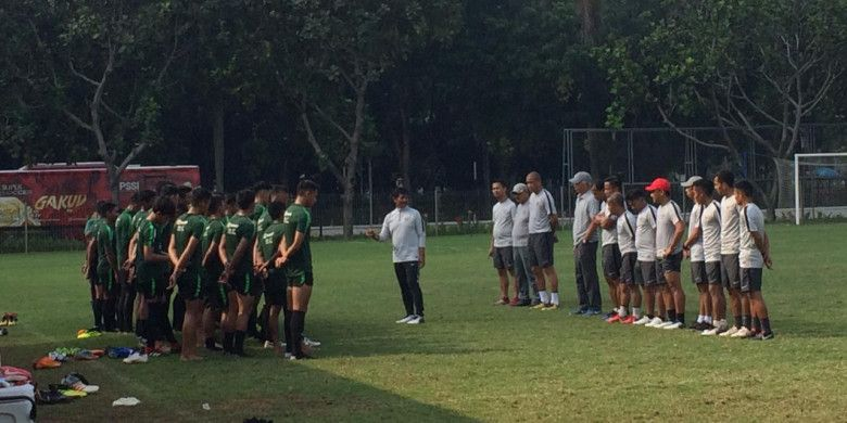 Latihan perdana timnas U-22 Indonesia di Lapangan ABC, Senayan, Jakarta Pusat, Senin (7/1/201