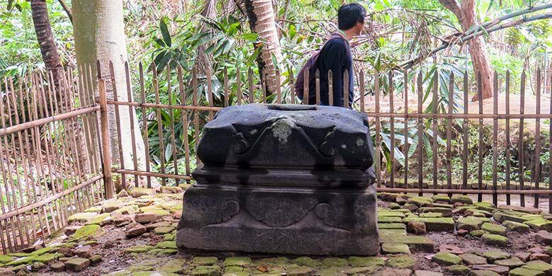 Umpak atau alas tiang kayu dari Keraton Mataram Islam di Kerto.