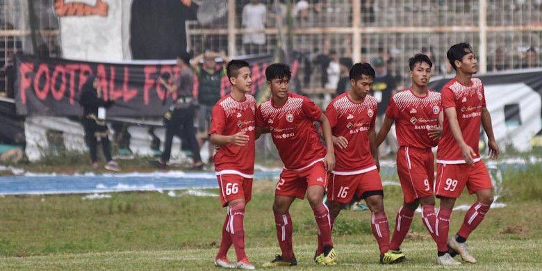 Persija Jakarta merayakan gol semata wayang ke gawang Pra-Pon Lampung pada laga amal di Stadion Way Halim, Lampung, Minggu (13/1/2019).