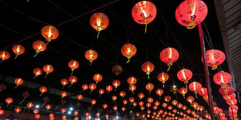 Lampion penyambutan Imlek di Pasar Gede Solo