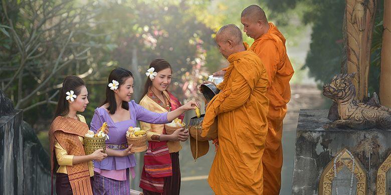 Warna-warni dan keramahan budaya khas Laos. (Sirisak Baokaew/Shutterstock.com)