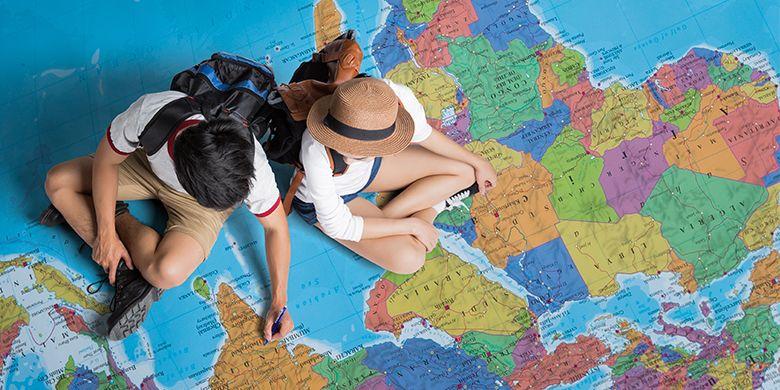 Ilustrasi turis yang merencanakan perjalanan keliling dunia (Torwaistudio/Shutterstock.com)