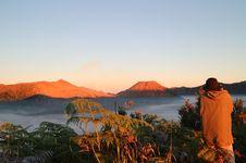 Bukit Mentigen, Lokasi Lihat 'Sunrise' Gunung Bromo Tanpa Naik Hardtop
