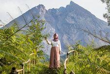 Menyapa Gagahnya Puncak Gunung Merapi di Kali Talang, Klaten