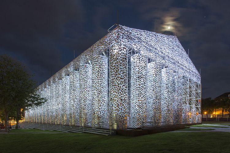 The Parthenon of Books karya Martha Minujín.