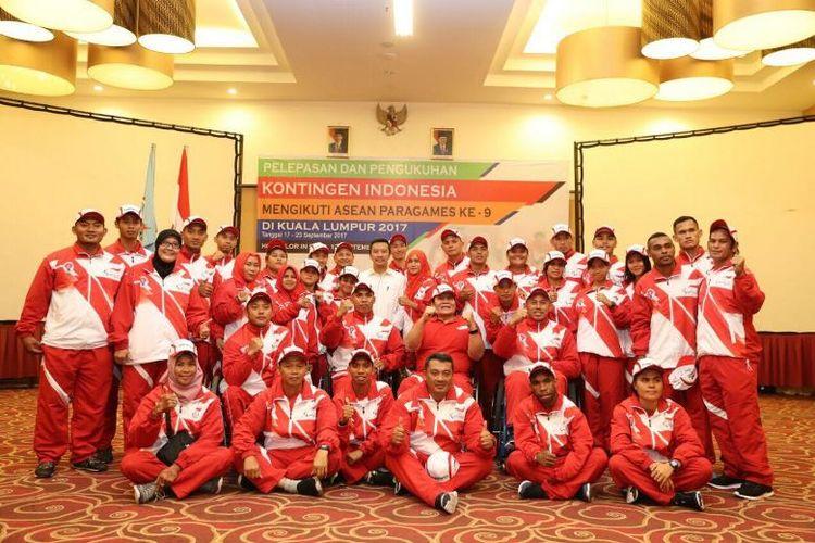 Indonesia  mengirimkan sebanyak 196 atlet yang turun di 11 cabang olahraga, dan menargetkan menjadi juara umum APG 2017 Malaysia.