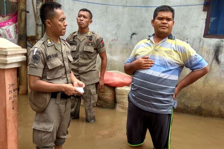 Banjir di RT 012 RW 003 Pondok Labu, Jakarta Selatan, Senin (5/2/2018).