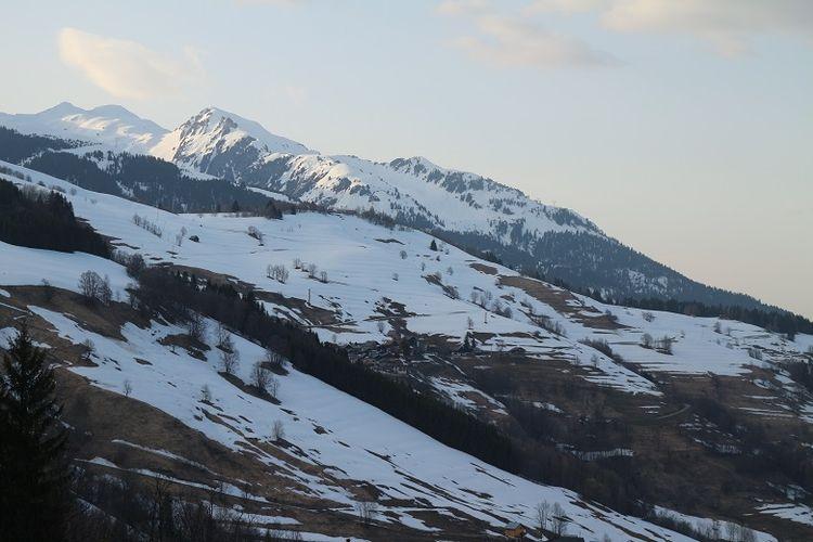 Pemandangan Pegunungan Alpen dilihat dari Les Avanchers, Valmorel, Perancis, Senin (9/4/2018). Pegunungan Alpen merupakan salah satu tujuan wisatawan dari berbagai belahan dunia untuk bermain ski.