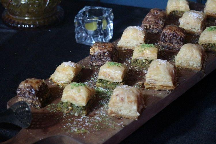 Kuliner khas Turki, Baklava di Warung Turki, Jakarta, Senin (21/5/2018). Kue dengan rasa manis itu adalah makanan yang biasa ditemukan di Turki.