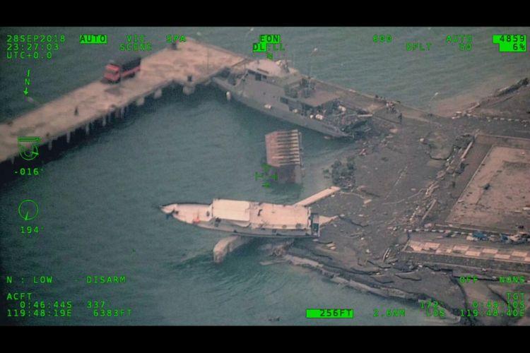 Kondisi pelabuhan di Kota Palu, Sulawesi Tengah, pasca-gempa dan tsunami yang terjadi Jumat (29/9/2018).