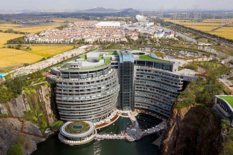 InterContinental Shanghai Wonderland dibangun di dinding jurang.