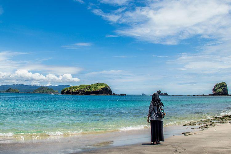 Keindahan Tanjung Papuma Jember.
