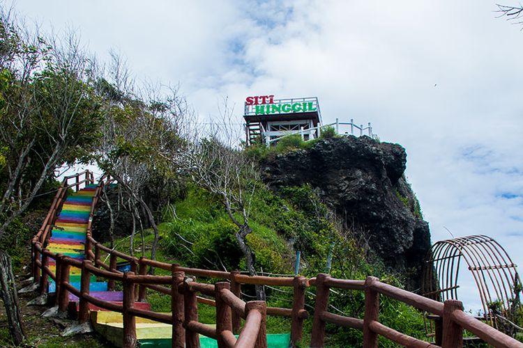 Jalur anak tangga menuju Siti Hinggil di Tanjung Papuma Jember.