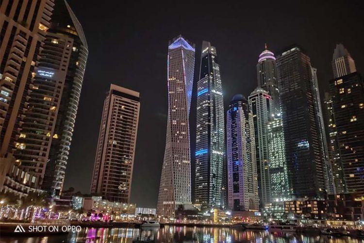 Keindahan cityscape Dubai diambil dengan fitur Night Mode dalam Oppo R17 Pro