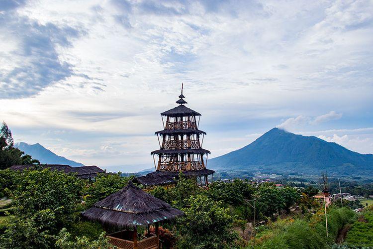 Menara pandang yang unik di Agrowisata Kopeng Gunungsari, Kabupaten Semarang.