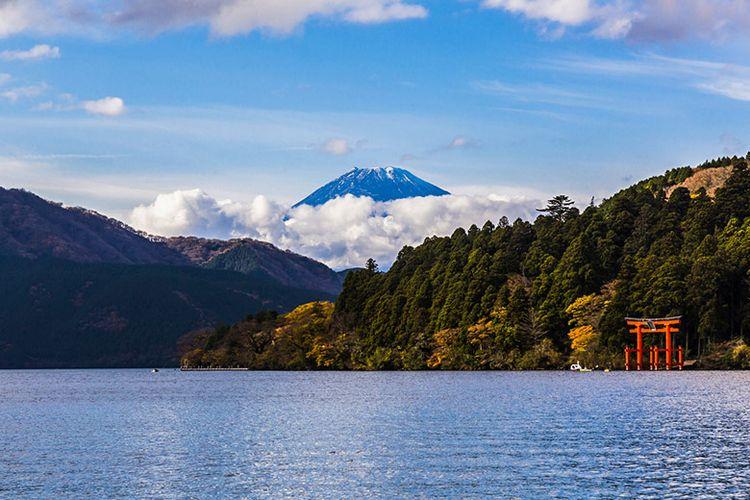 Gunung Fuji dilihat dari Hakone.