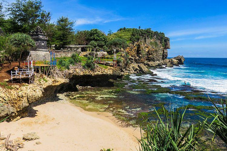 Kawasan Pantai Pasir di Pantai Ngobaran.