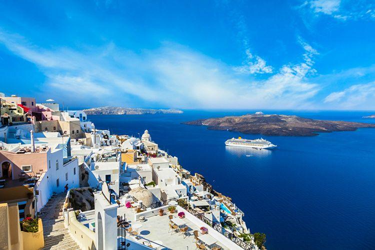 Keindahan bagai negeri dongeng di Santorini milik Negara Yunani.