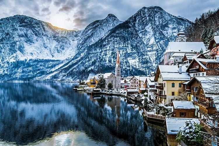 Hallstatt di Negara Austria ketika musim dingin.