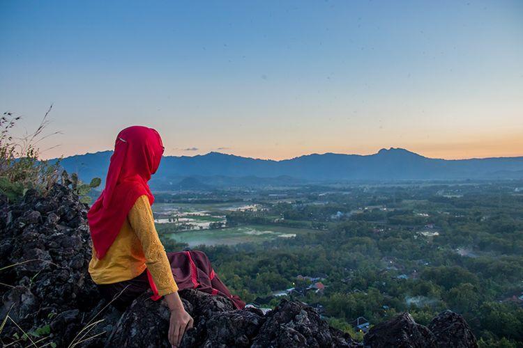 Panorama indah di Puncak Bukit Widodaren, Wonogiri.