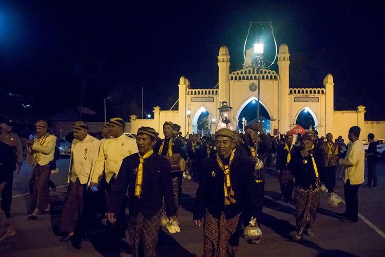 Peserta Kirab Malam Selikuran Keraton Surakarta.