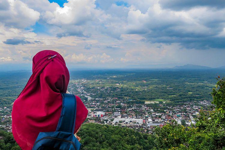 Pemandangan Kota Wonogiri dilihat dari Gunung Gandul.
