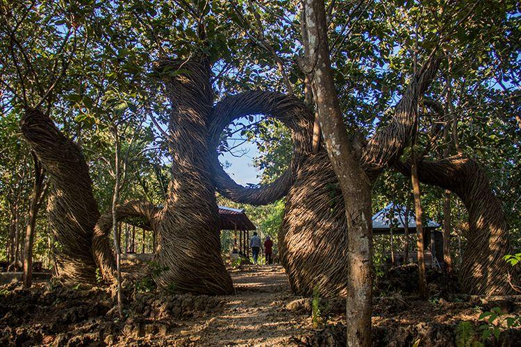 Salah satu ornamen yang Instagramable di Geoforest Watu Payung Turunan.