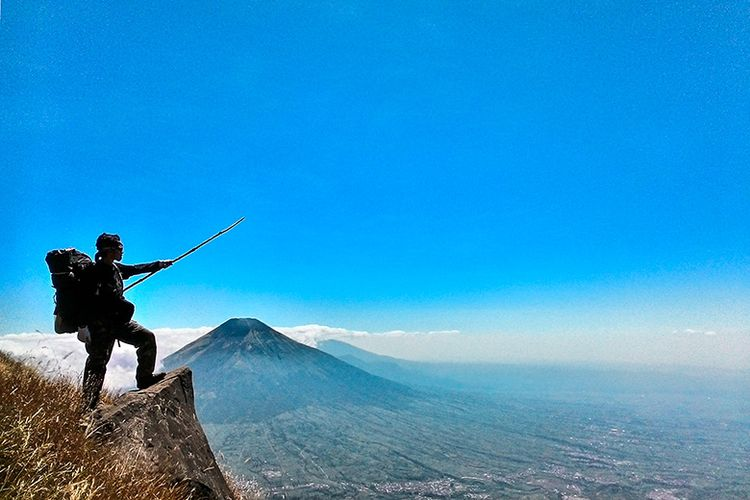 Seorang pendaki di Gunung Sumbing, 3.371 MDPL.