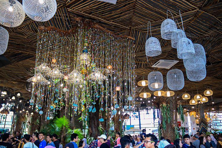 Interior di Dalam Dusun Semilir.
