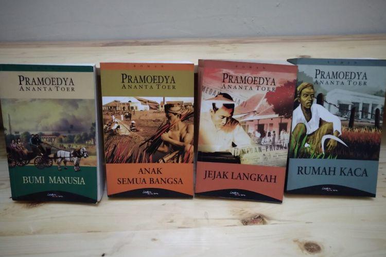 Tetralogi Pulau Buru karya Pramoedya Ananta Toer: Bumi Manusia, Anak Semua Bangsa, Jejak Langkah, dan Rumah Kaca.