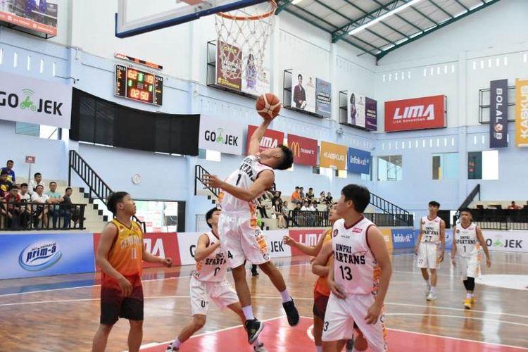 Universitas Prima Indonesia (Unpri) mencatat kemenangan besar 103-25 atas Perguruan Tinggi Cendana pada hari kelima di LIMA Basketball: Go-Jek Sumatra Conference (SMC) 2018, Rabu (11/07/2018).