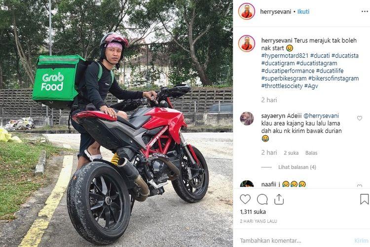 Viral, driver GrabFood, Herry, pakai Ducati Hypermotard 821 untuk mengantarkan makanan agar lebih cepat beredar di media sosial Twitter.
