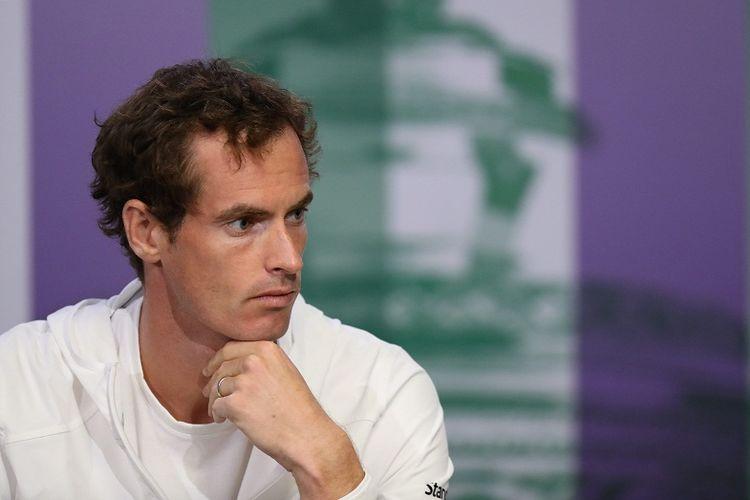 Petenis Inggris Raya, Andy Murray, menghadiri sesi konferensi pers di Wimbledon, London, Minggu (2/7/2017).