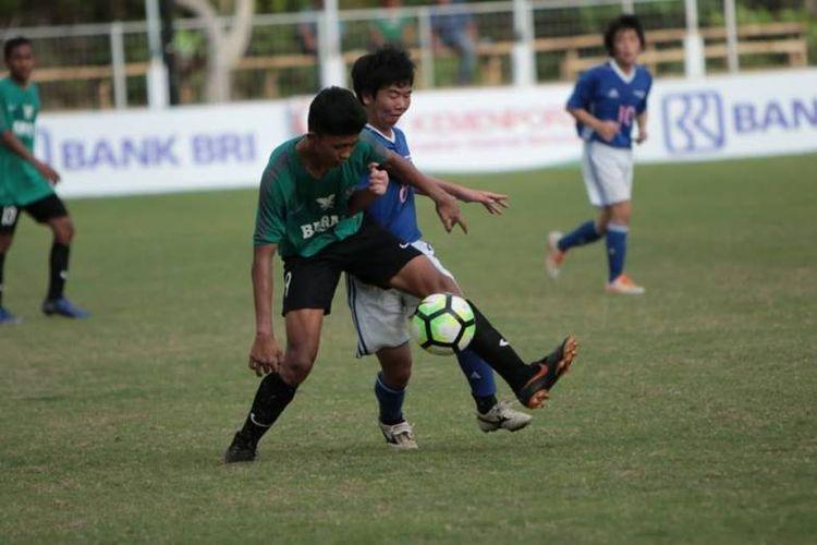 Tim gabungan Badung Ragunan (Bara) FC sukses membungkus kemenangan keduanya usai menundukkan wakil Jepang Progesso Sano dengan skor 4-1 dalam Bali International Football Championship (IFC) U-15 Piala Menpora 2018 yang berlangsung di Stadion Beji Mandala, Desa Pecatu, Kabupaten Badung, Rabu (5/12/2018). .