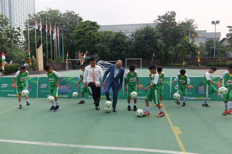 Kesepuluh murid sekolah dasar dari Jakarta hingga Jayapura ini akan memperdalam ilmus epakbola di Barcelona, 19-24 Agustus.