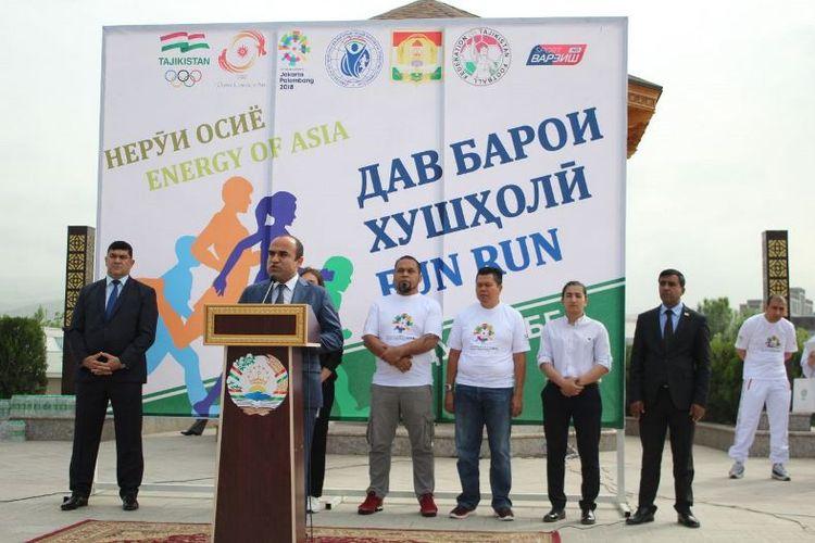 Hadir dalam pengibaran bendera start lomba yang berlangsung sore hari itu, Komite Eksekutif NOC Tajikistan, Muhamadsho Abdulloev, anggota Komite Olimpiade Indonesia, Krisna Bayu, OCA Media Manager, Jeans Zhou Jian, dan OCA International Relations Officer, Elena Chakarova.
