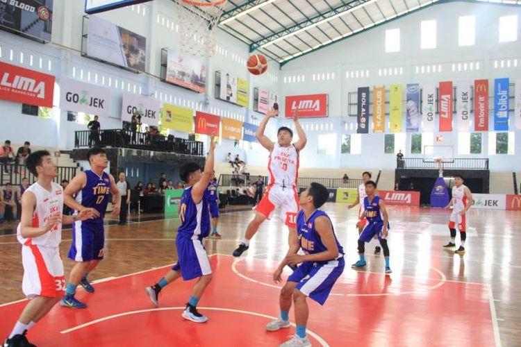 Dalam pertandingan yang digelar di GOR Univ. Prima Indonesia (Unpri) ini, Eka Prasetya berhasil menumbangkan salah satu pesaing terberat mereka, STMIK TIME dengan skor akhir 44-32.
