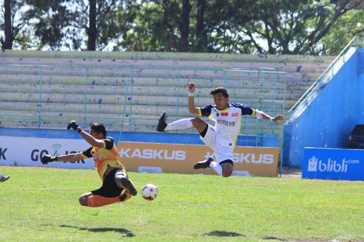 Universitas Islam Indonesia (UII) Yogyakarta kembali menorehkan poin penuh pada hari kedua perhelatan LIMA Football: McDonalds East Java Conference (EJC) 2018, Senin (10/9).