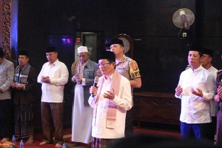 Silaturahmi pertemuan itu berlangsung sejuk dan penuh keakraban di Masjid Agung Al-Muhlisin, Grogol, Jakarta Barat, Senin (4/5/2019) malam. Imam Besar Masjid Istiqlal, Nazaruddin Umar dalam tausiahnya mengatakan, kekompakan masyarakat dan ulama di wilayah Jakarta Barat terlihat dalam acara ini.