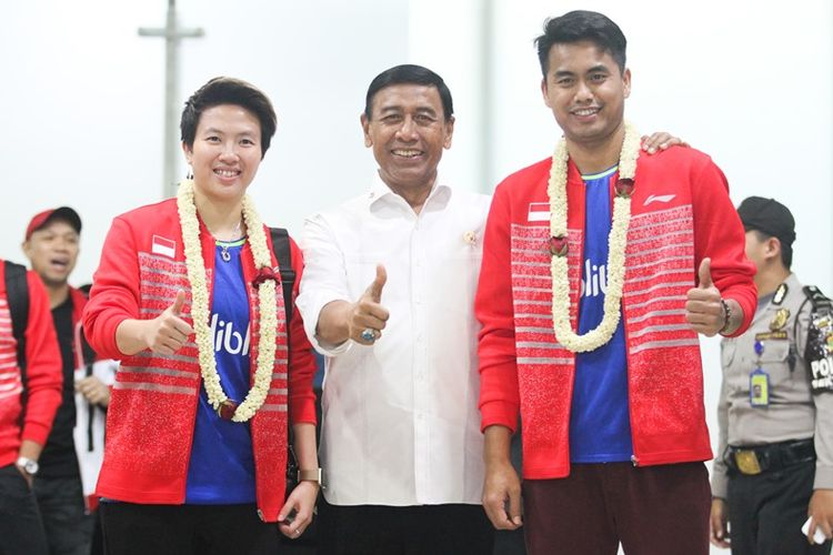 Ketua umum PP PBSI, Wiranto menyambut juara dunia Tontowi Ahmad/Liliyana Natsir