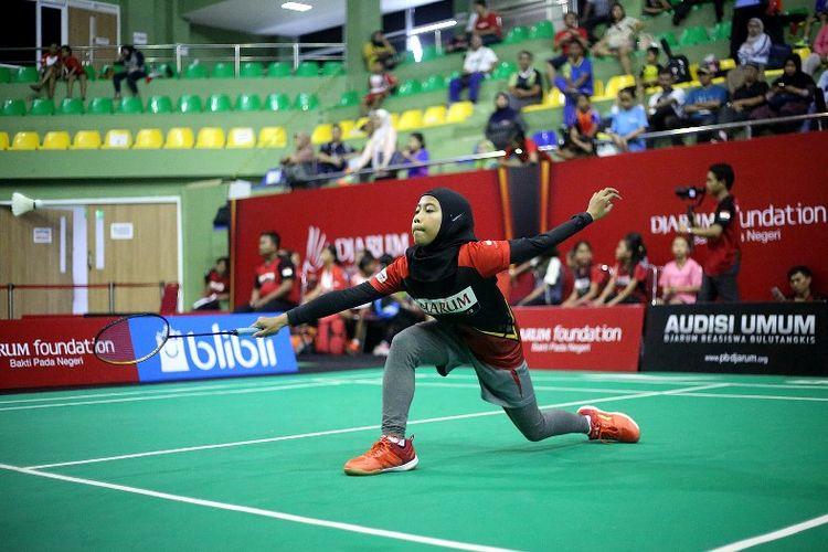 Reva Aulia Putri salah seorang peserta U13 asal Sumedang (Jawa Barat), yang bertanding di Tahap Turnamen Audisi Djarum Beasiswa Bulutangkis 2019 di GOR KONI, Bandung, Senin (29/7) siang.