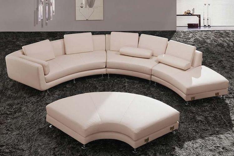 Sofa ruang tamu dengan bentuk setengah lingkaran