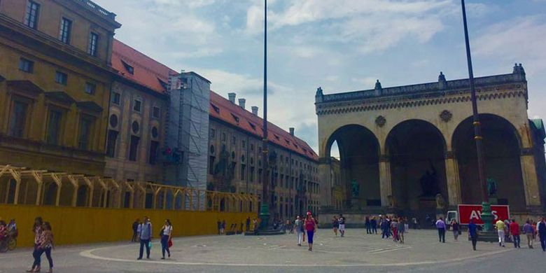 Odeonsplatz di Munich, Jerman, lokasi demonstrasi zaman Hitler.