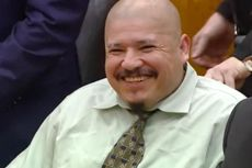 Pembunuh 2 Polisi di AS Ini Tertawa Ketika Disidang