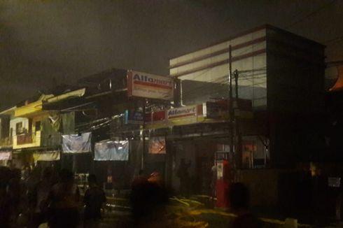 Sebuah Alfamart di Rawamangun Terbakar