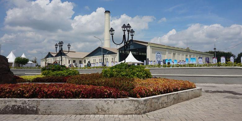 Pabrik Gula Colomadu di Karanganyar, Jawa Tengah, yang telah direvitalisasi menjadi tempat wisata dan kawasan komersial. Kini namanya berubah menjadi De Tjolomadoe.