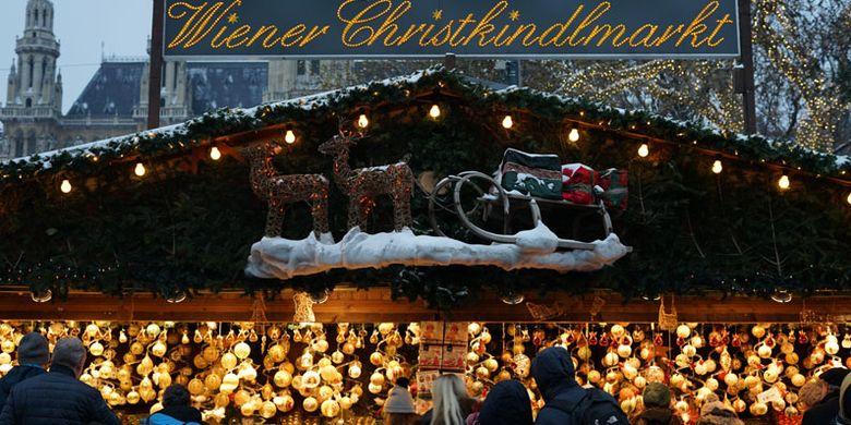 Christkindlmarkt atau Pasar Natal digelar di depan Balai Kota Vienna, Rathaus. Christkindlmarkt Rathausplatz dibuka sejak 16 November 2018 hingga 26 Desember 2018.
