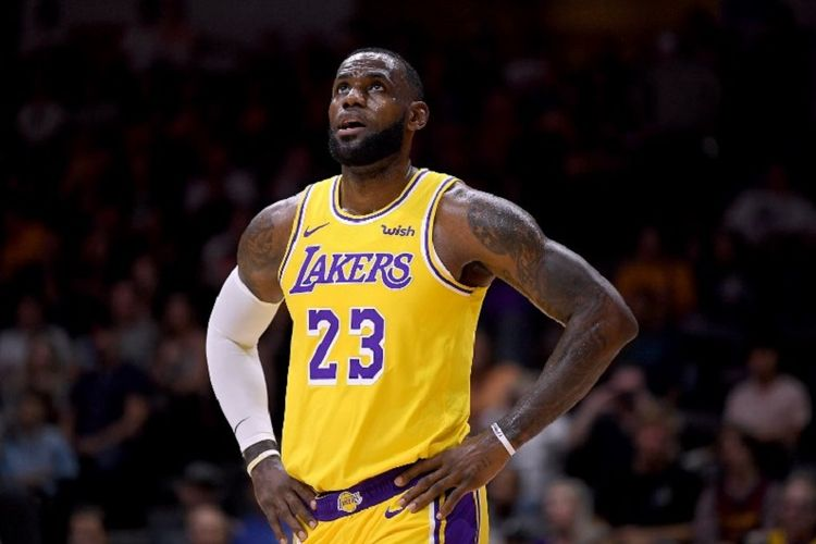 LeBron James mengenakan nomor kostum 23 di LA Lakers pada laga pramusim versus Denver Nuggets, 30 September 2018.