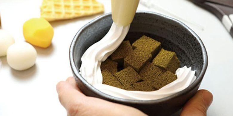 Membuat kue tradisional khas Jepang di Kyoto.