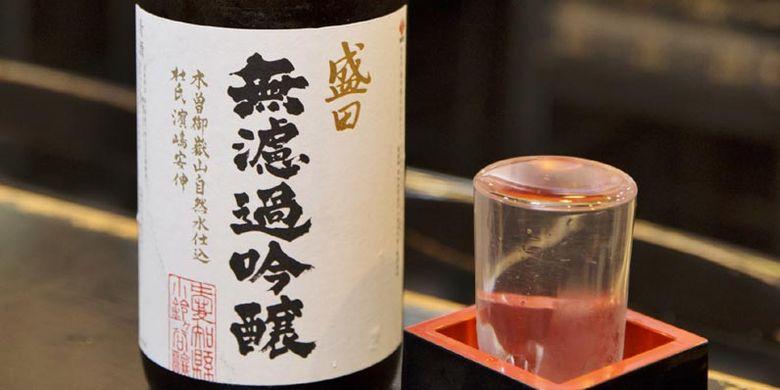 Menu sake yang direkomendasikan Restoran Yanagi-bashi Kadoju, dekat Stasiun Nagoya, Jepang ini adalah Sake Muroka Ginju produksi perusahaan Morita yang terdapat di Chitahanto, Prefektur Aichi.